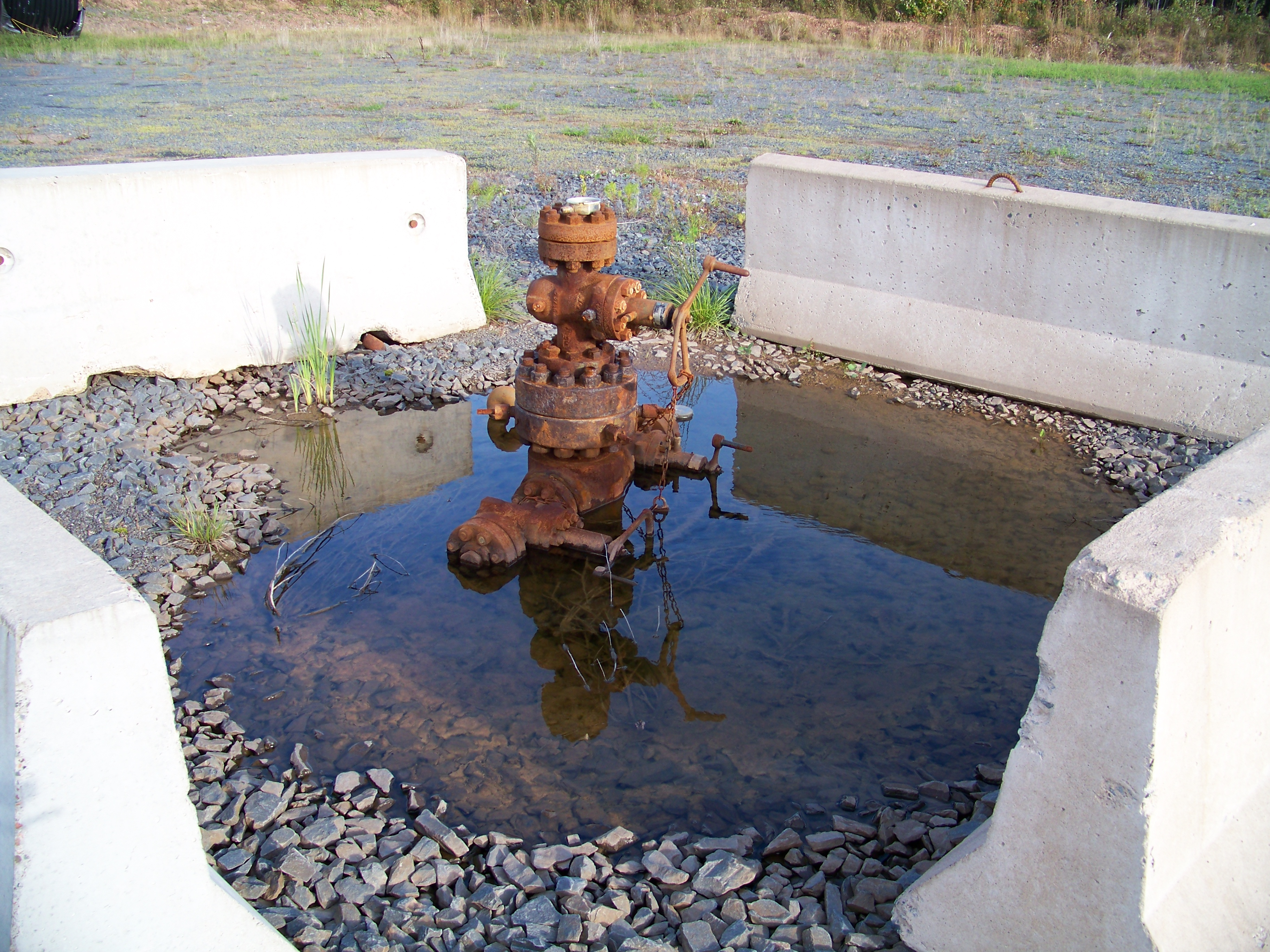 Kennetcook #1 capped wellhead 07 Oct 2012